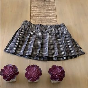 Gray and pink plaid pleated skirt